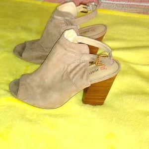 Ladies block heel sandles